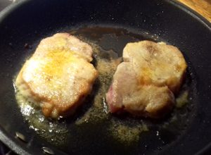 hús elősütése